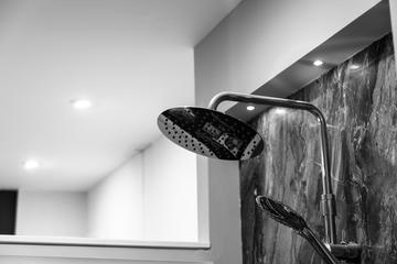 วิธีเลือกชุดฝักบัวยืนอาบ เลือกแบบไหนถูกใจคนในบ้าน พร้อมแนะนำยี่ห้อไหนดีที่สุด